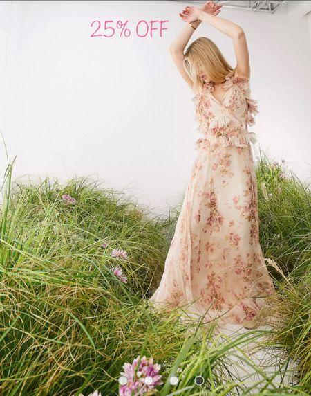 25% OFF everything sale at ASOS! So many cutie dresses✨✨ #sale #ldwsale #dress #summersale #maxidress #minidress #maxidress