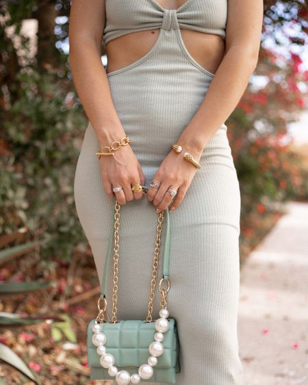 A woman needs ropes and ropes of pearls - Coco Chanel . . . #julievoss #lolababe #misslola #classicstyle #chicstyle #pearls #glamorous #pearljewels #pearljewelry #houseofwant  #LTKstyletip #LTKunder100 #LTKitbag