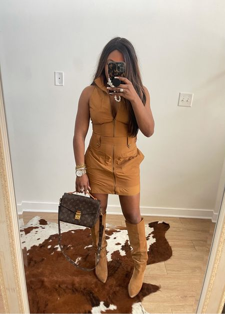 Live this dress wearing a size M boots run true to size
