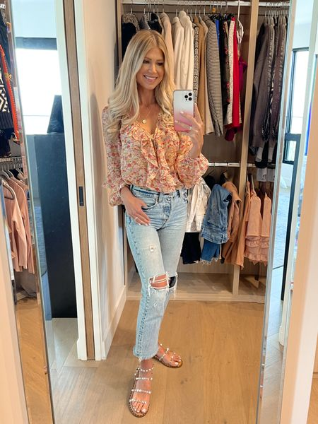 """""""Cool Mom"""" jeans! Every time I post a pic of these jeans, I get lots of DM's asking where they're from! I'm so excited to now be on @liketoknow.it to share direct links with y'all! I got these from Shopbop, but they often sell out, so I've shared similar styles from other stores.   #LTKunder100 #LTKSeasonal #LTKstyletip"""