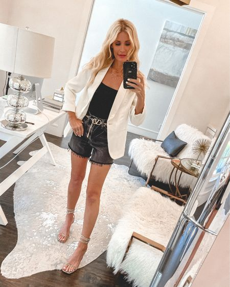 SALE ALERT - this chic linen blend blazer and this sexy strapless bodysuit are both on sale thanks to the @liketoknow.it SALE!! This blazer runs tts, I'm wearing an XS. #liketkit http://liketk.it/3hrds #LTKsalealert #LTKstyletip #LTKunder100 Shop my daily looks by following me on the LIKEtoKNOW.it shopping app