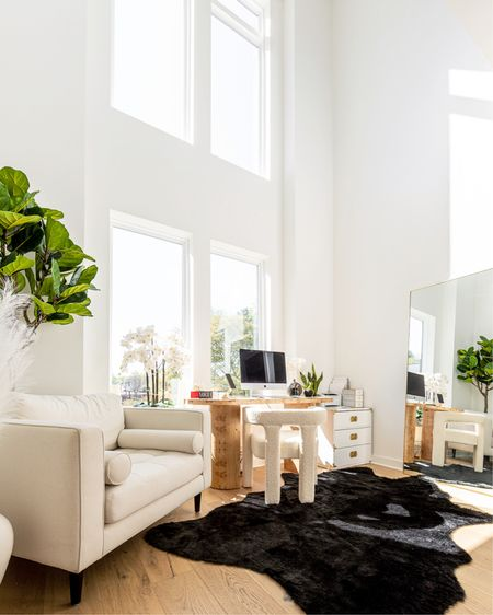 Feeling so refreshed after a quick weekend getaway. I'm always so much more productive when I allow myself to take a break 😌 Working in this inspiring office space doesn't hurt either! What's something you've accomplished this week?  Photo by @ryanaaronphoto  #homeoffice #workfromhome #workfromhomelife #wfhlife #whitehome #whitehomedecor #modernluxury #homedecorideas    #LTKhome