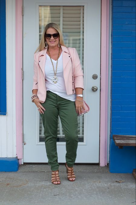 Pairing pink and green💕💚 is one of my favorite  combinations😉 even if it is pastels in fall!!  You can see the full outfit on the blog today💖  I have been so busy I don't know if I'm coming or going sometimes.  I'm looking forward to things slowing down, but that won't be for a few more weeks😬  Good thing I have two trips coming up so I can relax then👍🏼 anyone else spinning in busy? Shop this look here via http://liketk.it/2pjeR @liketoknow.it #liketkit