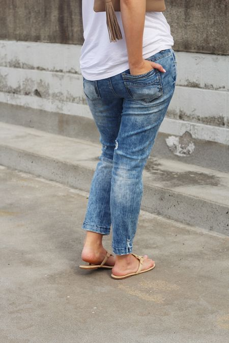 Over on WWW.BRIGHTONABUDGET.COM, I'm talking about he one 80's trend you NEVER expected to make a comeback! My jeans are from @maurices, but I've linked several other great pairs here👉🏻 http://liketk.it/2qQlR @liketoknow.it #liketkit