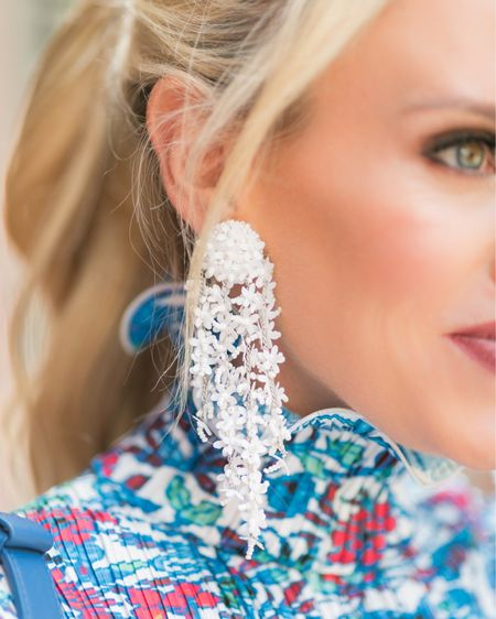 Nothing like a great statement earring to brighten up your day! This gorgeous floral design by will take your from your Winter vacation spot to your first Spring soirée 🖤 http://liketk.it/2JENf #liketkit @liketoknow.it   Photo Cred: