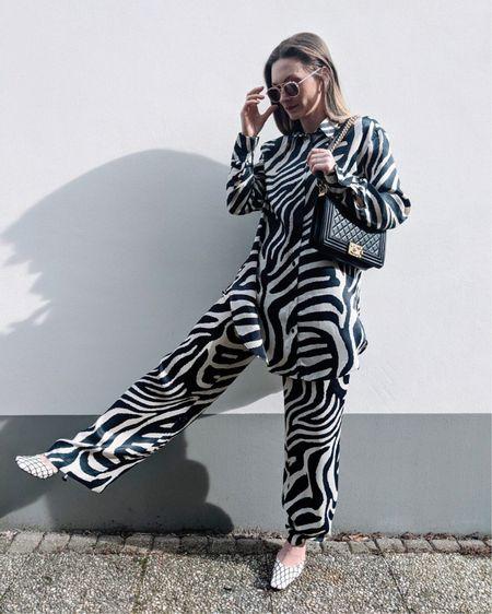 H&M pants and shirt - spring fashion ( stay stylish and very comfortable.) #liketkit #LTKunder50 #LTKunder100 #LTKSeasonal @liketoknow.it @liketoknow.it.europe http://liketk.it/38QgK