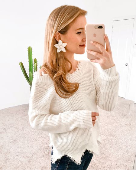 """Lots of questions about this sweater and these earrings, so I've linked them for you in the @liketoknow.it app! Have you downloaded it? It's free, and when you follow """"LonestarSouthern"""" you'll be able to easily shop all of my instagrams! #liketkit http://liketk.it/2uznc"""