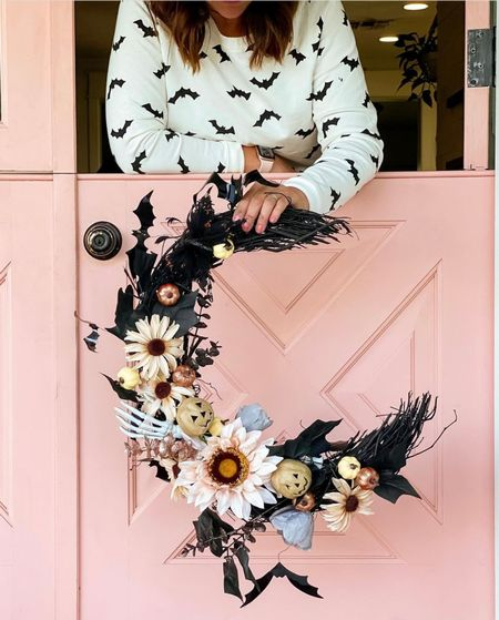 Make a not so spooky wreath to shake up your Halloween decor 🌙🎃🖤