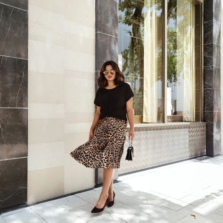 By now I think I can create a head to toe leopard print look! Don't worry, I won't 😂 But honestly this is the only print that's taking over my closet. This skirt's so perfect for Fall and only $18! I also linked other #leopardprint skirt options for you to check out. Download the @liketoknow.it app to shop this pic via screenshot http://liketk.it/2FEYQ #liketkit