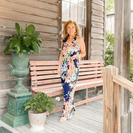 Hey there👋! I see some new faces around here so I thought I would introduce myself to you.  My name is Michelle and I'm from Louisiana. I love sharing all things fashion, skin care, beauty and lifestyle.  I'm a petite girl (5'0), empty nester and happily married for 26 years now.  Authenticity is so important to me, and I make great efforts to keep things very real on my platform.   Thanks for following me. Your support means so much to me.  Now, please tell me about you!  #wearwhatmakesyouhappy #petiteblogger #petitefashionblogger #batonrougeblogger #louisianablogger