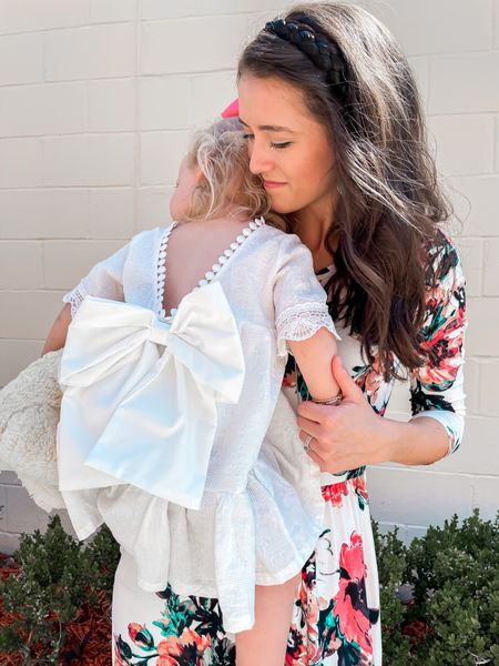 Thankful to be this girl's momma today & everyday 💕 Also thankful for my own momma for coming to help us with moving, cleaning & organizing the house last week. 💗 Happy Mother's Day! 💐  p.s. this cute headband is from @madisonbraids & they gave me a code for y'all! SYDNEYMEEK will get you 15% off 🙌🏻