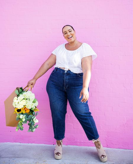 Have you guys heard the news?! As a part of their BODEQUALITY initiative @oldnavy will be carrying extended sizes IN STORES AND ONLINE! This is huge! Shoutout to @oldnavy for creating an inclusive place that friends and sisters of different sizes can shop together🙌🏽#ad #thisisBODEQUITY #BodEquality #BODEQUALITY #OldNavyStyle   #LTKcurves #LTKunder100