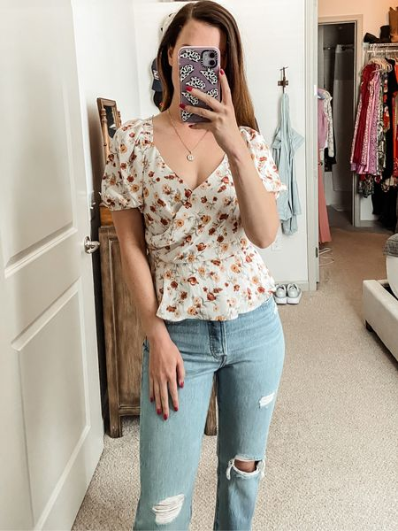 Mom jeans // straight leg jeans // Levi's jeans // fall outfits // fall style // travel style // heels // nude heels // floral top // Astr the label top // Nordstrom