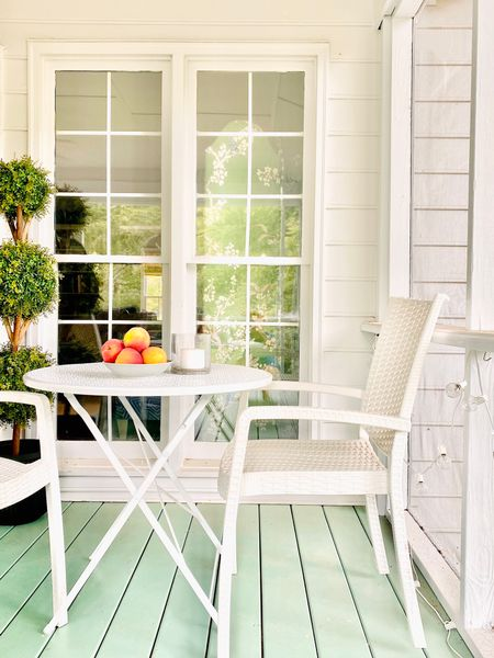Outdoor dining area, folding table, patio furniture, topiary, screen   #LTKunder100 #LTKhome