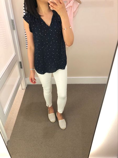 I love this star print top! It also comes in other colors and prints. I tried XXSP and XSP but the winner was my usual size XSP for a relaxed fit. It's currently 50% off and no code needed. You can also use code APR441LC for an extra $25 off $75+ (valid on full-price and full-price promotional items as long as no other code is required). @liketoknow.it http://liketk.it/2wsd5 #liketkit #LTKsalealert #LTKunder50 #LTKunder100