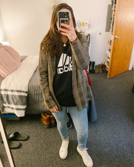 Probably my comfiest + most stylish outfit to date. Many of these items are on sale, so go ahead & check those out!   http://liketk.it/2JPAZ @liketoknow.it #liketkit #LTKstyletip #LTKunder100 #LTKunder50