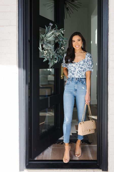 Casual and chic outfit on sale! These skinny jeans are high rise and fit perfect. They hug you in all the right places. Wearing a size 23 short in the jeans and XS in the floral top!  #LTKunder100 #LTKstyletip #LTKSale