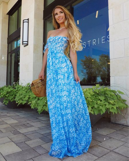 Who else loves a good maxi dress?! 😍 This one from @shopreddress makes me feel like an absolute princess 👸🏼 I linked this one & all my favorites in the @liketoknow.it app! •  Shop your screenshot of this pic with the LIKEtoKNOW.it shopping app #liketkit http://liketk.it/2VCPL
