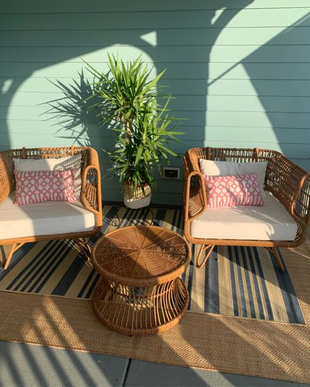 Front porch outdoor rugs, outdoor pillows http://liketk.it/3csLE #liketkit @liketoknow.it