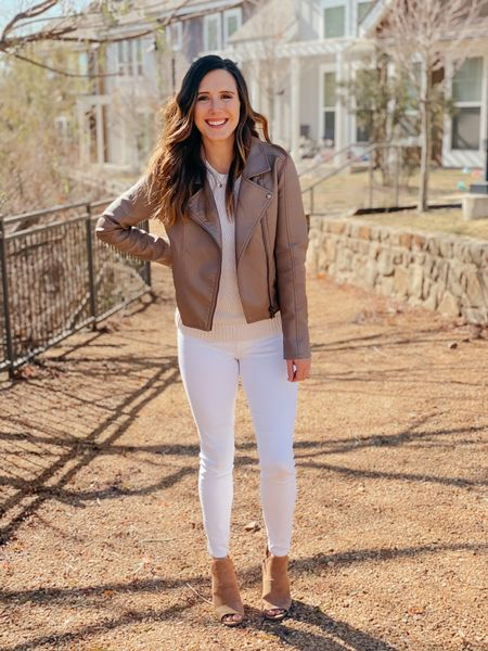 """Oh Friday, how I've missed you☺️ We've got a busy weekend ahead and I am so ready for it! Do you have any weekend plans?  I have never been a fan of """"no white after Labor Day"""" I like what I like and what I like is white denim 💁🏻♀️ these jeans are a year round staple in my closet! I love them with a cute cami in the summer or a leather jacket in the winter. Outfit is linked ❤️  http://liketk.it/35G05 @liketoknow.it #liketkit #LTKunder100 #LTKstyletip #LTKSeasonal"""