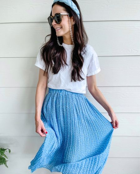 The prettiest high waisted skirt & cropped tee combo! The skirt is a small and fits TTS. You can tuck any tee under your bra to pair with higher waisted skirts and pants (it will sit better!) http://liketk.it/3h2sC #liketkit @liketoknow.it