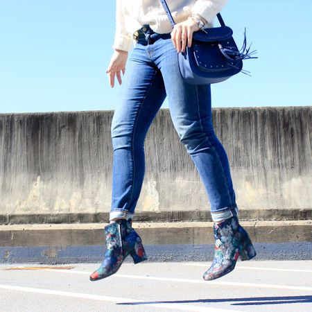The great embroidered boot debate of 2017 is live on Coffee And a Blonde this morning!🎉 I'm talking all about the trend and how you can try this trend this season AFFORDABLY. Yes you heard me correct! I've also linked tons of options which are all budget friendly! 🤗 My booties were under 20 and currently sold out however I found ones that are completely similar right here 👉🏻 http://liketk.it/2sUCo #liketkit @liketoknow.it