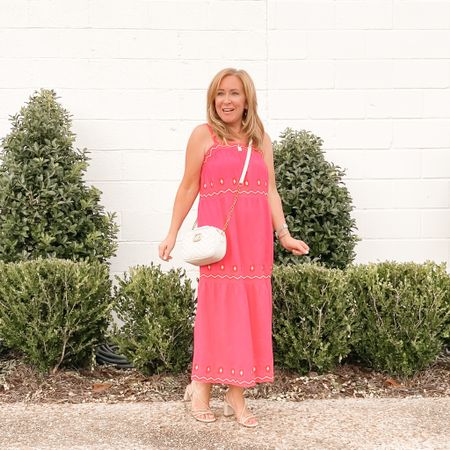 🎵Summer breeze makes me feel fineBlowin' through the jasmine in my mind🎶 Remember that song?!  . I love a summer breeze, and a long flowy dress💕. This fun style from @loft checks all the boxes: ✔️comfortable  ✔️breezy ✔️pink .  You can get the details on my outfit by clicking the link on my profile page >> @poisedpetite.  Then click SHOP MY INSTAGRAM  . #gifted #loveloft #loftimist #petitefashion #summerdresses http://liketk.it/3k2xL #liketkit @liketoknow.it