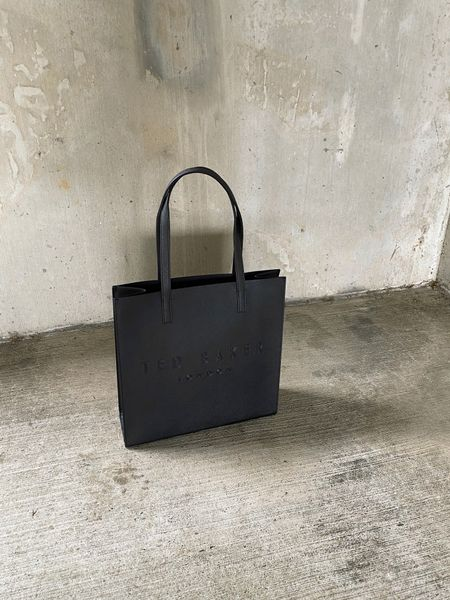 Ted baker large icon bag http://liketk.it/3jfYi @liketoknow.it #liketkit #LTKitbag #LTKunder100 #LTKstyletip Follow me on the LIKEtoKNOW.it shopping app to get the product details for this look and others