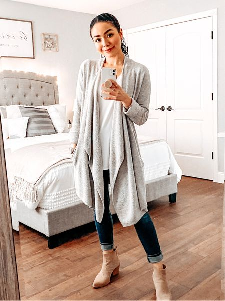 Loving my new Barefoot Dreams Lite Island Wrap (S/M)! So cozy for lounging around, but can also be dressed up! ✨  #StayHomeWithLTK #LTKstyletip #LTKNewYear