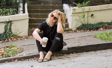 Fun fact about me, I have a slight obsession with #saltedcarmel lattes from @stsrbucks. So in this photo I was one happy girl drinking and taking photos!🤷🏼♀️ Today on #CAAB I'm talking all about black denim and how it looks good on ANY body shape and how it can be worn 3 out of the 4 seasons! 🙌🏻 And if you still aren't sold on black denim I'm giving you major reasons why! Linking some of my FAVORITE black denim styles from @oldnavy right here👉🏻 http://liketk.it/2sHAb #liketkit @liketoknow.it