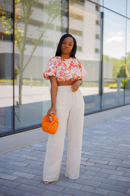All about comfort this summer 🏵🏵 Beating the heat in a crop and linen. Happy Monday Beauties ✨ . .  #liketkit  #ootd http://liketk.it/3i6LS #florals @liketoknow.it  #dmvblogger #ImWearingRI #hmxme