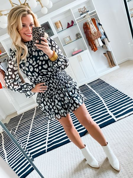 Wearing a size small dress. 15% off with LAUREN15