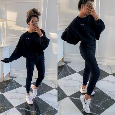 http://liketk.it/3q2XP  Nike, Nike Sweatshirt, Fall Athletic Wear, Best Sweatshirts, Best Athletic Leggings, Athleisure Fall 2021, Emily Ann Gemma, Nike Must Haves, Nike Sportswear, Nike Sneakers, Tennis Shoes, Fall Shoes  #LTKunder100 #LTKfit #LTKstyletip