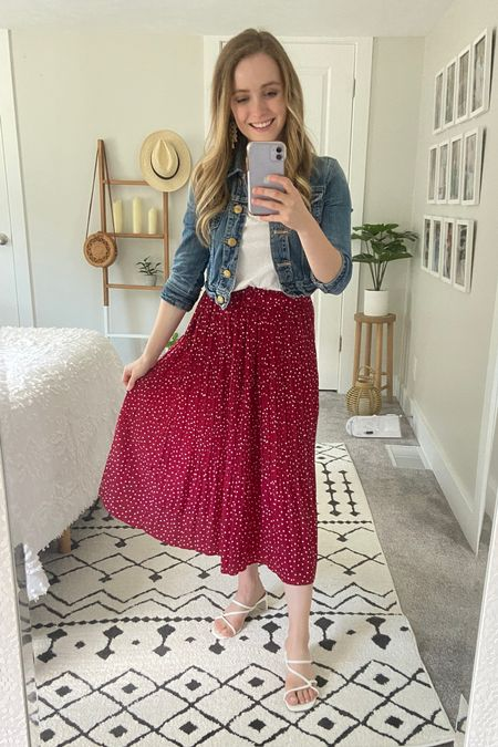 Sharing a staple Amazon skirt that comes with pockets! Teacher friendly and so comfy!