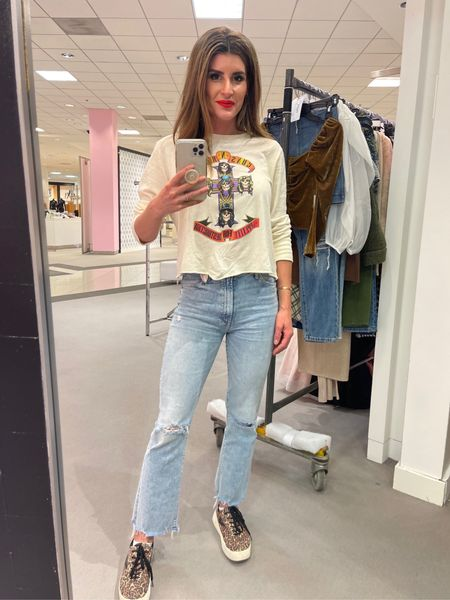 Perfect rocker tee and cropped denim. #momjeans