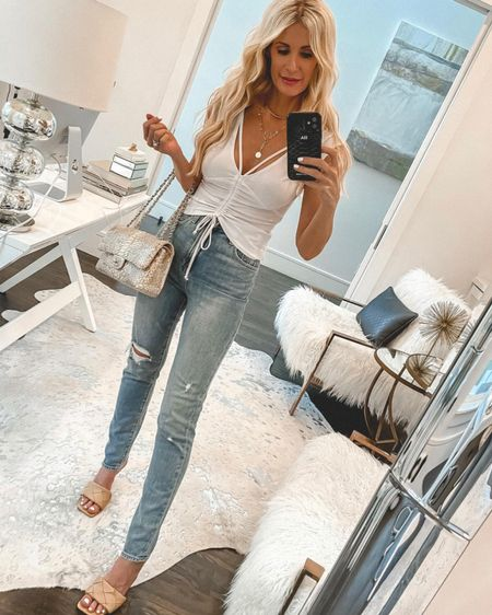 Is it possible to own too many cute summer white tops? I don't think so and this one is so good with high-waisted denim amd would you believe it's only $29?! I love it styled with this under $50 midi skirt too (swipe right to see that). How would you style it? This shirt runs tts, I'm wearing an XS. @liketoknow.it #liketkit http://liketk.it/3hbFk #LTKunder50 #LTKunder100 #LTKstyletip Shop my daily looks by following me on the LIKEtoKNOW.it shopping app http://liketk.it/3hbFk