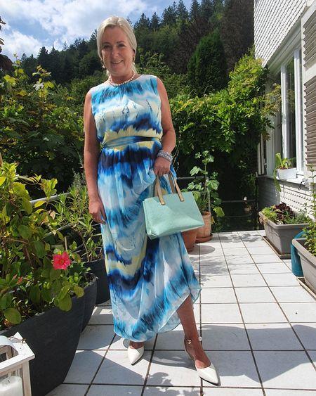 Der Batiklook ist ein großes Thema in diesem Sommer. Ich finde dieses Kleid von Taifun zeigt, dass Batik auch edel sein kann. Ihr könnt meine Looks ganz einfach nachkaufen indem ihr mir in der Liketiknow.it Shopping App folgt.  http://liketk.it/2SG4n   #LTKstyletip @liketoknow.it #liketkit