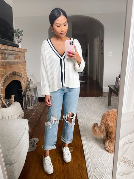Sized up for a more oversized fit in cardigan, wearing S / Jeans size down 1 size, wearing 24