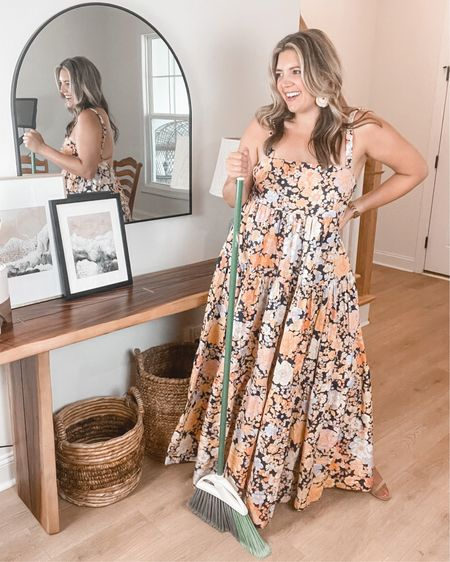 Mom mode to date night! Love this floral print maxi dress from Free People. It runs super-large though! Size down 1-2. I'm in one size down here and could have easily done 2 sizes down. Also linking my nude heels and summer statement earrings. @liketoknow.it http://liketk.it/3hPgA #liketkit #LTKstyletip #LTKshoecrush #freepeople @freepeople