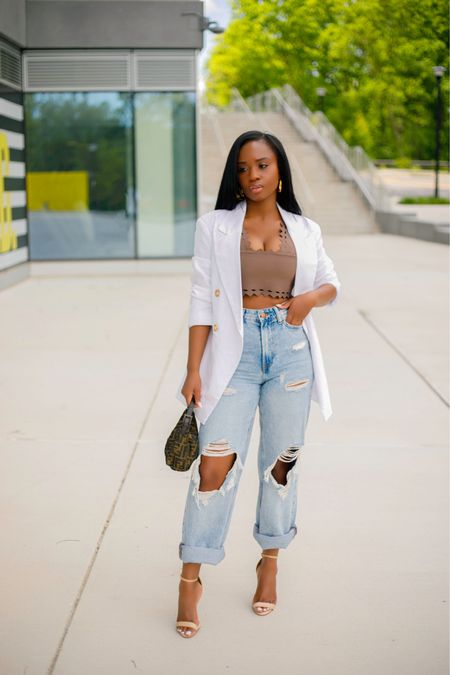 My favorite summer pieces in one photo:: Crop tops, linen blazer, and ripped denim  Outfit details linked on my blog and on my   @liketoknow.it page. Happy Monday y'all  Hope you're day is going well ✌🏾  . . #ootd #liketkit http://liketk.it/3h2oc #hmxme #dmvblogger #blogger