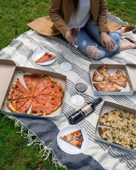 Pizza picnics are the best picnics.  http://liketk.it/2ywcn #liketkit @liketoknow.it