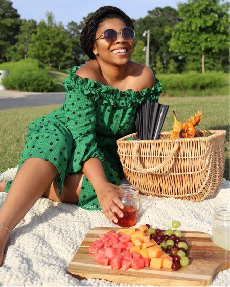 Quarantine picnics are the new brunch 🌿 http://liketk.it/2Sm8z #liketkit @liketoknow.it