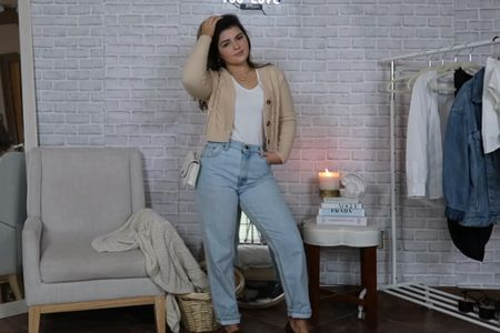 this minimalistic college girl look is my favorite!!  everything about this look is so STYLISH and you can see how i did it on my recent youtube video! :) (@freckledlaur) 👼🏼  #LTKstyletip #LTKbacktoschool #LTKunder50