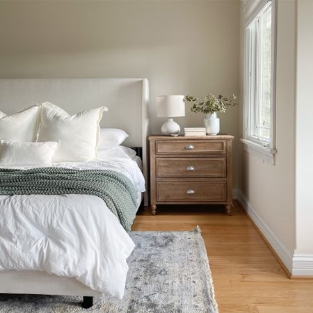 Our bedroom details ✨ nightstands, bed, bedding, lamp, rug, vase, chunky blanket.