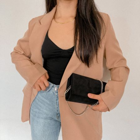 Get 15% off SHEIN with code: Q3YGJESS Get 10% off Awe Inspired Jewelry  with code: JESSICAMELGOZA _10  Blazer, bodysuit, jeans, clutch bag, gold necklace, fall style, fall outfit, fall fashion, fall look   #LTKitbag #LTKSeasonal #LTKunder50