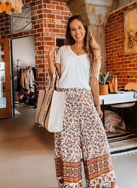Amazon fashion, beach vacation, vacation outfit, wide leg pant, white tshirt, tote, Chloe, gold jewelry   #LTKunder50 #LTKtravel #LTKSeasonal