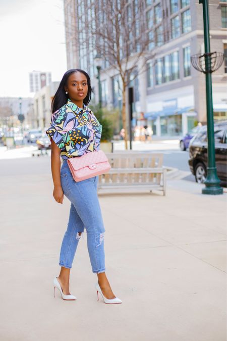 Strolling into the weekend with all the spring feels 🌸 Happy Friday Lovelies 👋🏾  Shirt: @Zara Ref 2457/643 . . #ootd #liketkit http://liketk.it/3fNoI #LTKfit #LTKstyletip @liketoknow.it #springlook