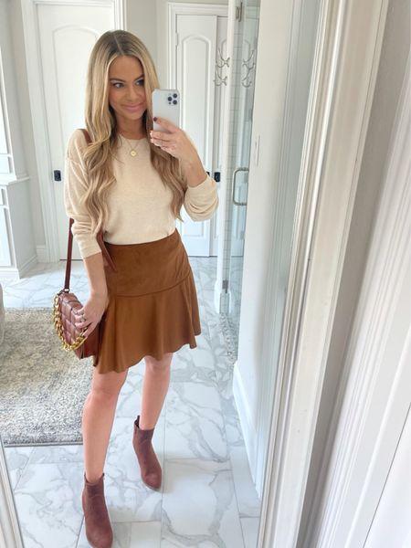 Walmart fashion, fall outfit, scoop brand at Walmart, faux suede skirt, brown booties, quilted handbag   #LTKSeasonal #LTKitbag #LTKshoecrush