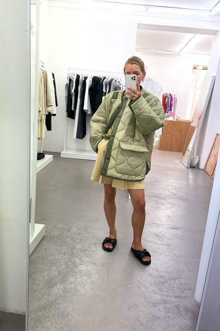 The green jacket #frankieshop #greenjacket #jacket #overaizedjacket #shorts #linenshorts #green #shoes #blackshoes #summershoes   #LTKunder100 #LTKeurope #LTKunder50