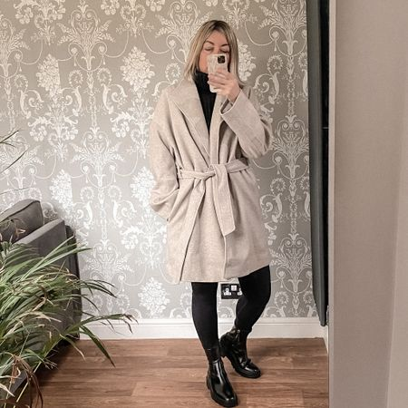 Love this coat, and it falls right where I want it too     #LTKstyletip #LTKSeasonal